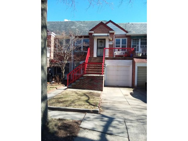 3 BR,  2.50 BTH  2 story style home in Brooklyn