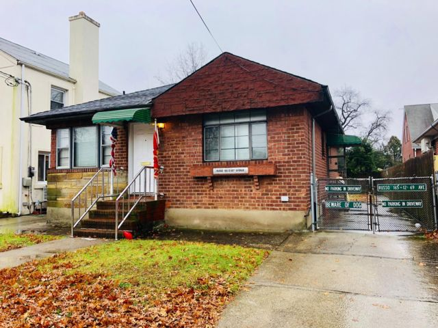 Studio,  1.00 BTH Ranch style home in Fresh Meadows