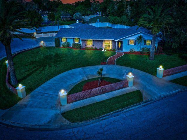 4 BR,  2.00 BTH  style home in Seminole