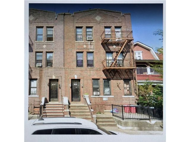 11 BR,  0.00 BTH Multi-family style home in Midwood