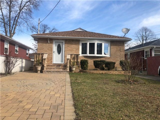 3 BR,  2.00 BTH Single family style home in Grant City