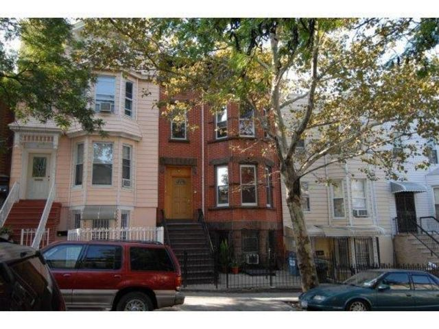 10 BR,  0.00 BTH  Multi-family style home in Sunset Park