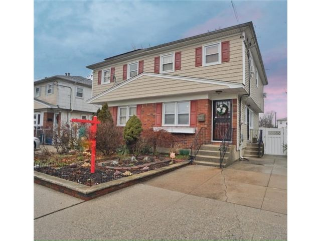 3 BR,  2.00 BTH Single family style home in Rosedale