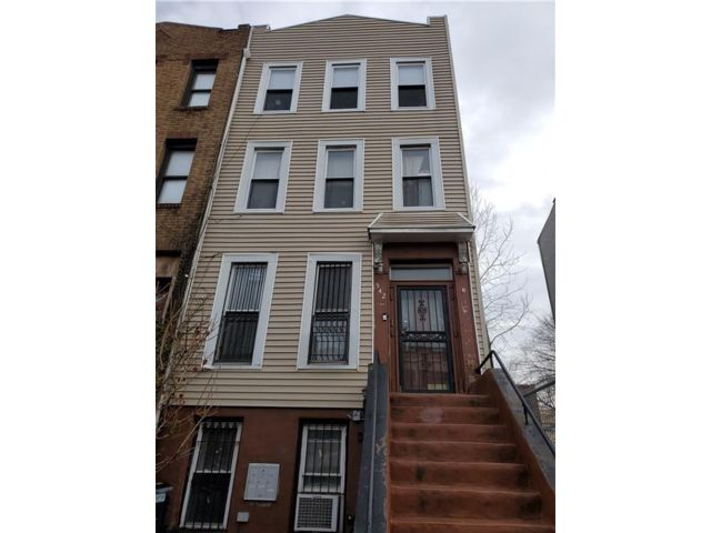 4 BR,  4.00 BTH Multi-family style home in Bedford Stuyvesant
