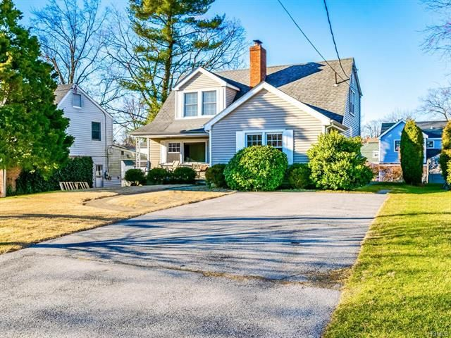 4 BR,  2.00 BTH Colonial style home in Eastchester