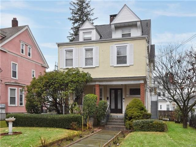 4 BR,  4.00 BTH Colonial style home in Mount Vernon