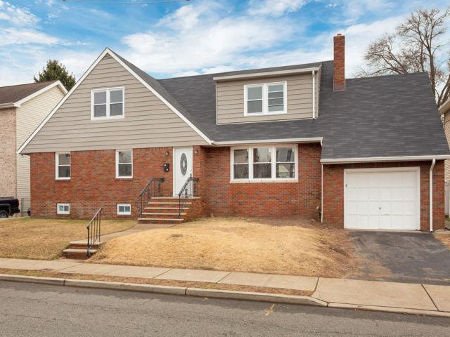 5 BR,  2.00 BTH  style home in Wallington