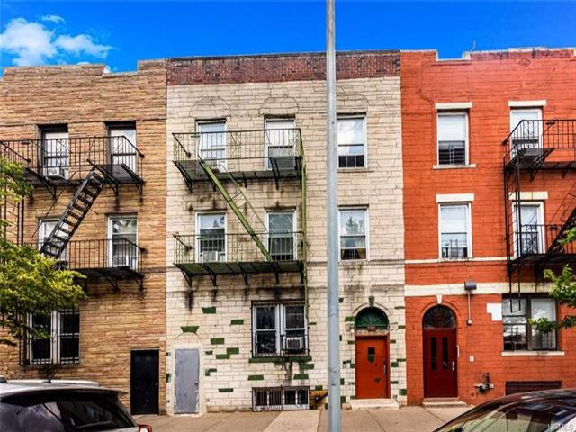12 BR,  6.00 BTH Other style home in Soundview