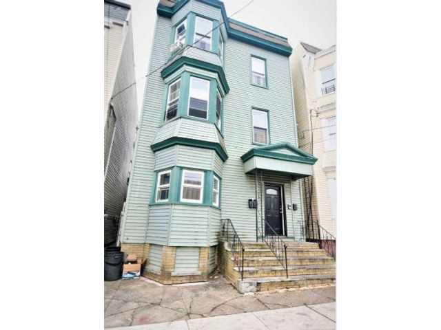 9 BR,  3.00 BTH   style home in Newark