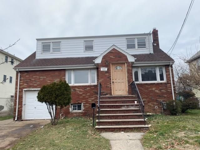 4 BR,  2.50 BTH Cape style home in Linden