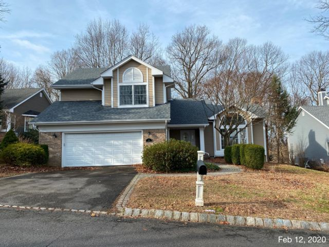 4 BR,  2.50 BTH Colonial style home in Bedminster