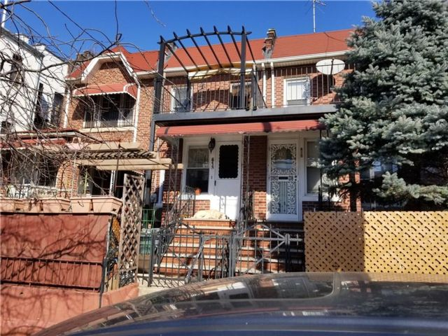 3 BR,  3.00 BTH  Single family style home in Sunset Park