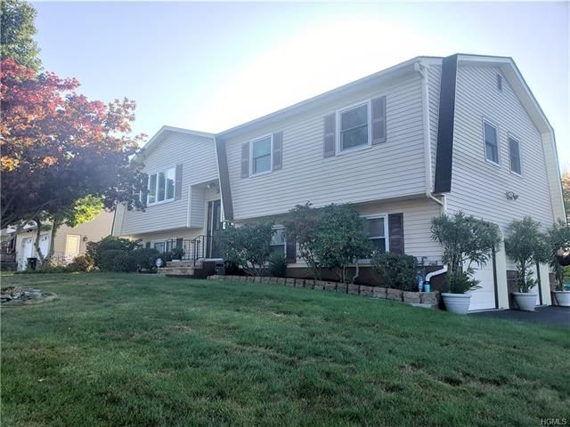 4 BR,  2.50 BTH  Bilevel style home in Monroe