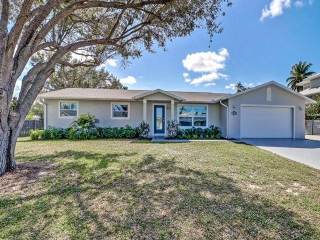 3 BR,  3.00 BTH Ranch style home in Naples