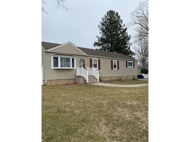 4 BR,  2.50 BTH  Exp ranch style home in West Babylon
