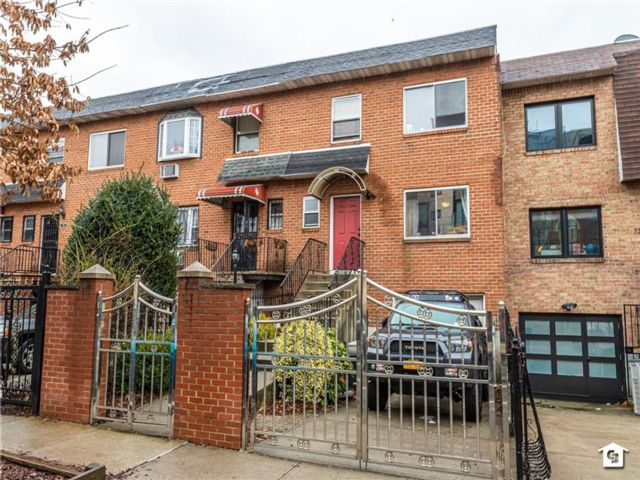 4 BR,  4.00 BTH Single family style home in Prospect Heights