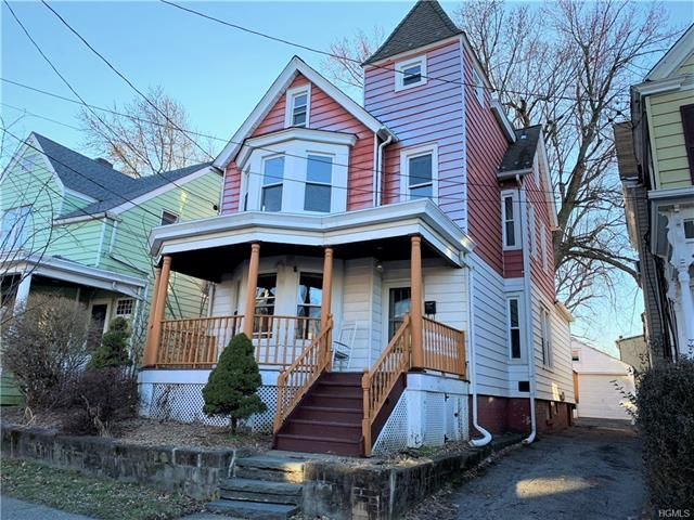 4 BR,  2.50 BTH  Two story style home in Newburgh
