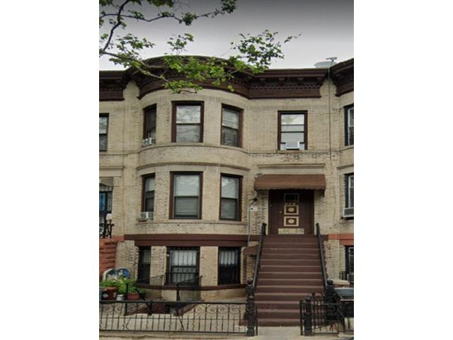 9 BR,  3.50 BTH Multi-family style home in Sunset Park