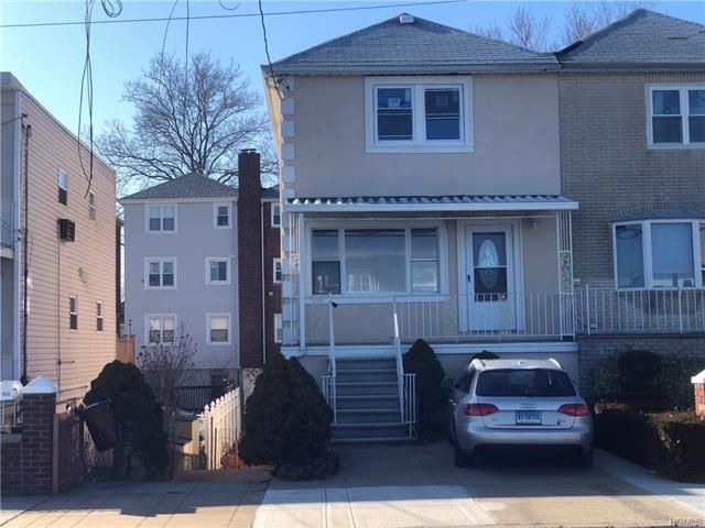 3 BR,  2.50 BTH  Trilevel style home in Throggs Neck