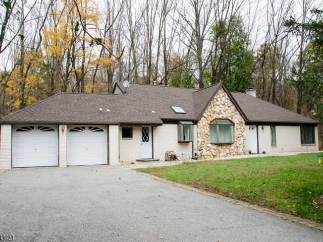 3 BR,  3.00 BTH Ranch style home in Wayne