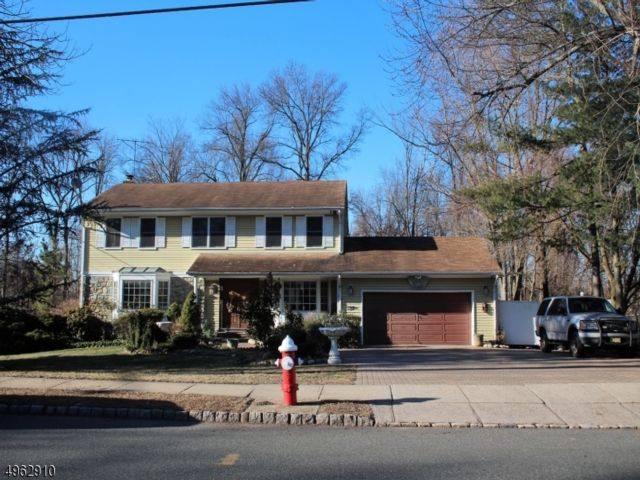 4 BR,  3.50 BTH  Colonial style home in Fairfield