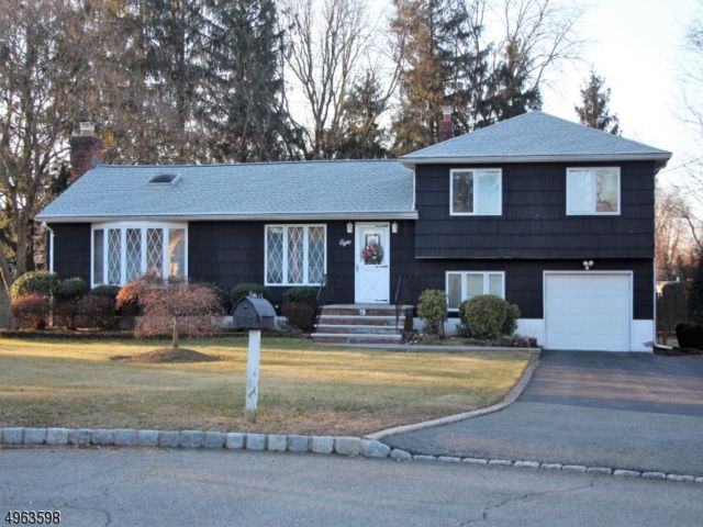 3 BR,  1.50 BTH  Split level style home in Fairfield