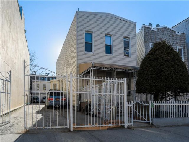 3 BR,  0.00 BTH  Multi-family style home in Sunset Park