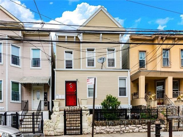 12 BR,  3.00 BTH Other style home in Wakefield
