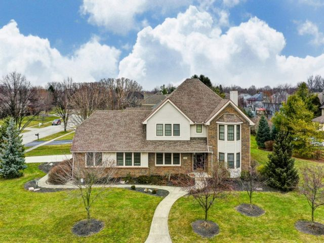 5 BR,  3.50 BTH 2 story style home in Perrysburg