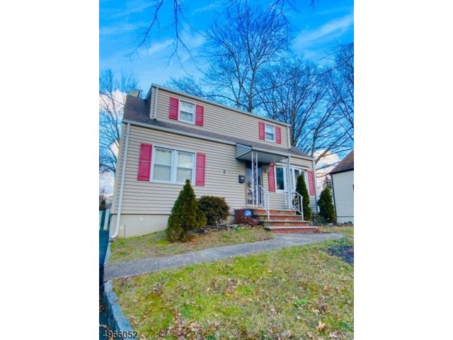 3 BR,  2.00 BTH Cape cod style home in Linden