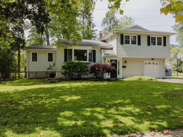 3 BR,  1.55 BTH  Split-level style home in New Providence