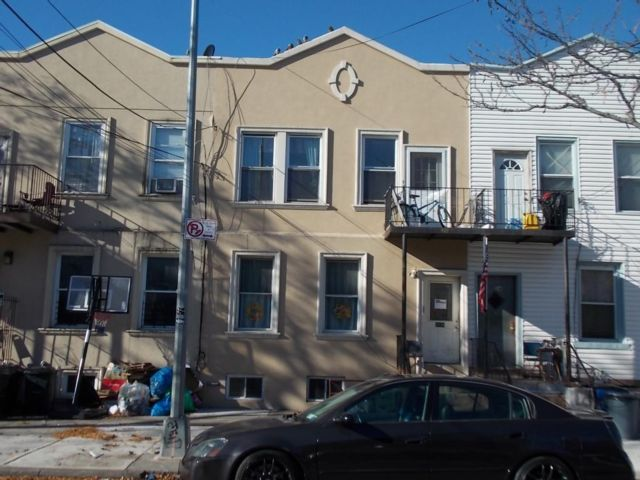 8 BR,  5.00 BTH  2 story style home in Coney Island