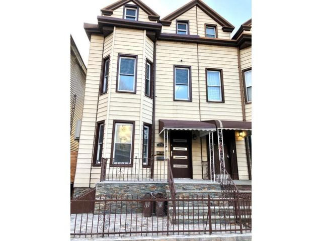 5 BR,  3.00 BTH Multi-family style home in Windsor Terrace