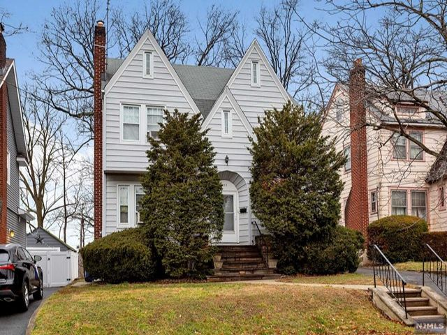 3 BR,  2.00 BTH Colonial style home in Rutherford
