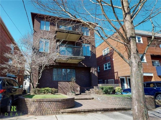 10 BR,  7.00 BTH Multi-family style home in Midwood