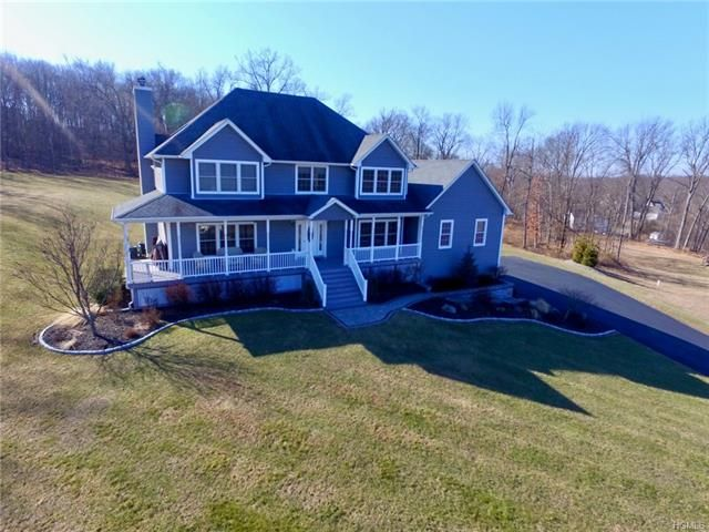 4 BR,  2.50 BTH Colonial style home in Washingtonville