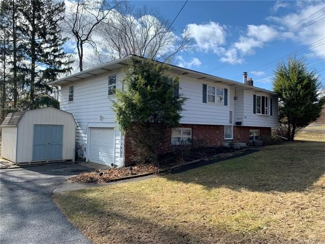 5 BR,  2.00 BTH  Bilevel style home in Middletown