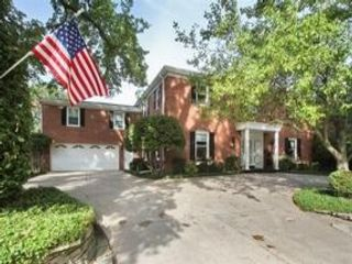 4 BR,  4.50 BTH Colonial style home in Park Ridge
