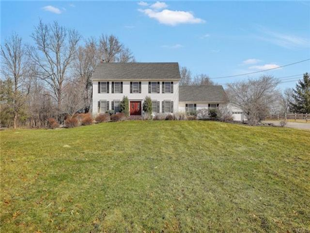 5 BR,  3.50 BTH Colonial style home in Washingtonville