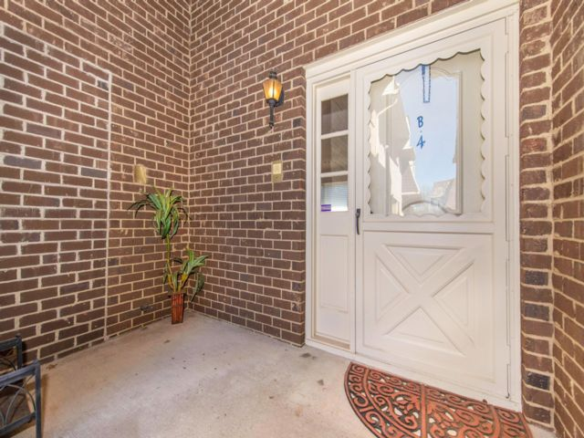 2 BR,  2.50 BTH Townhouse style home in Clifton