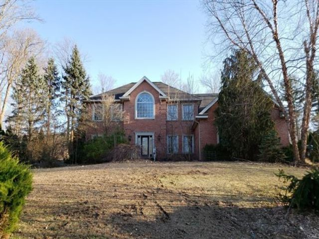 5 BR,  4.00 BTH Colonial style home in Ramapo