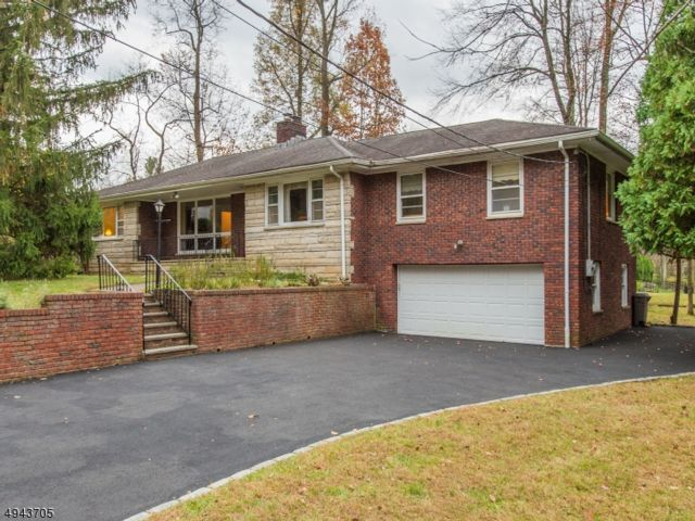 4 BR,  3.50 BTH  Ranch style home in Fairfield