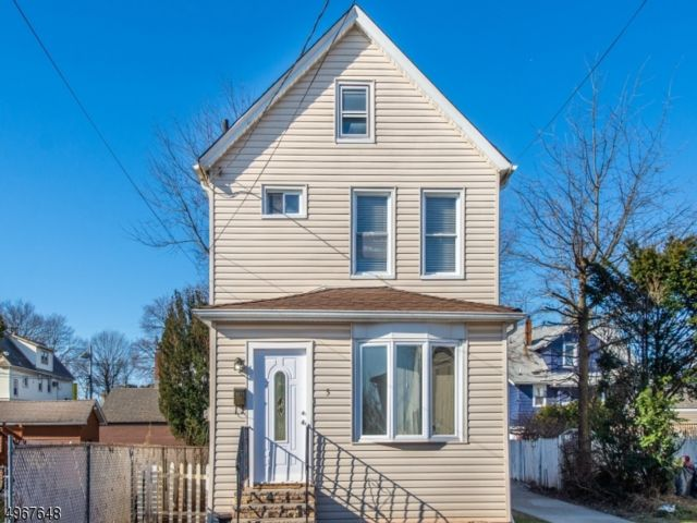 5 BR,  3.00 BTH Colonial style home in Clifton