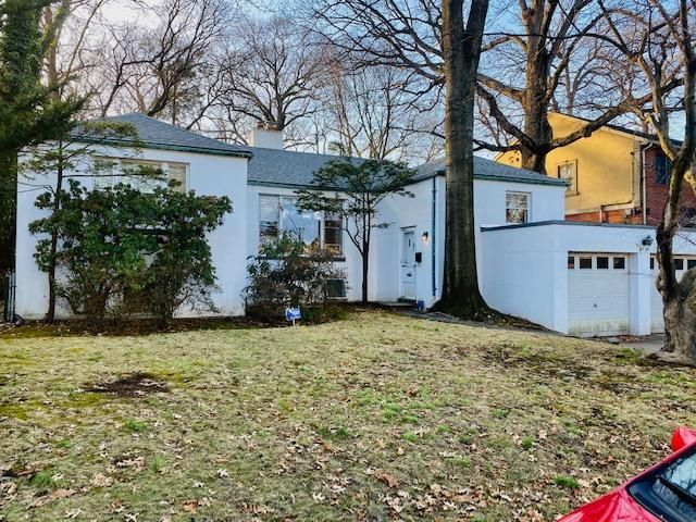 4 BR,  2.00 BTH Raised ranch style home in Holliswood