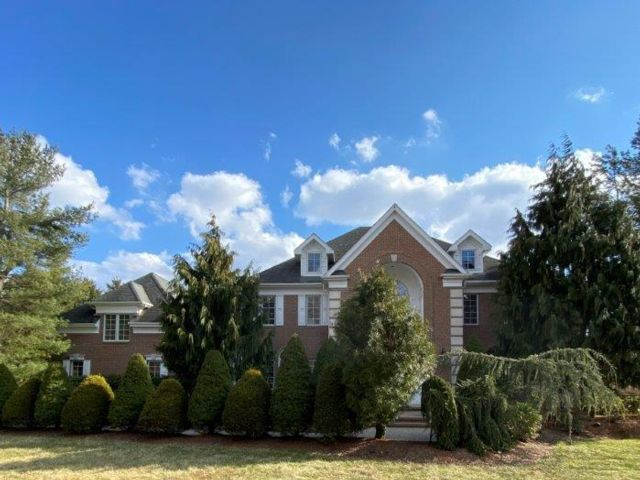 4 BR,  3.55 BTH  Colonial style home in Mendham