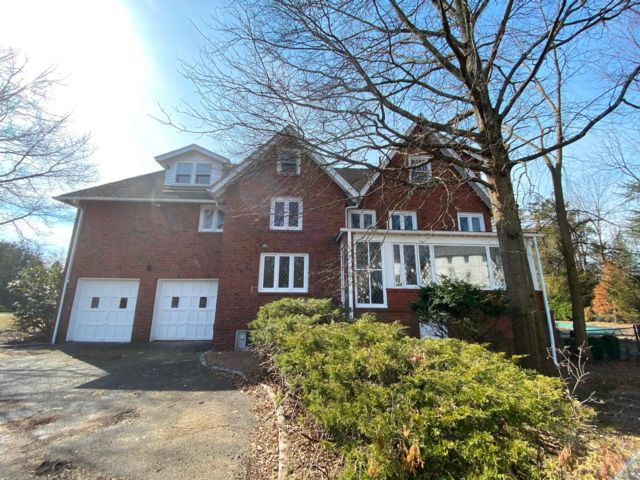 4 BR,  4.56 BTH  Tudor style home in Short Hills
