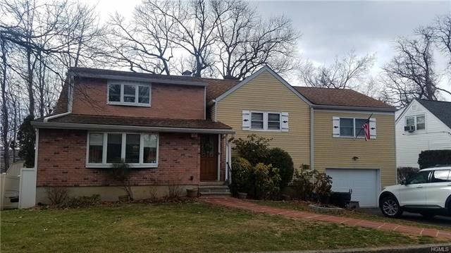 4 BR,  3.00 BTH Split level style home in Yonkers