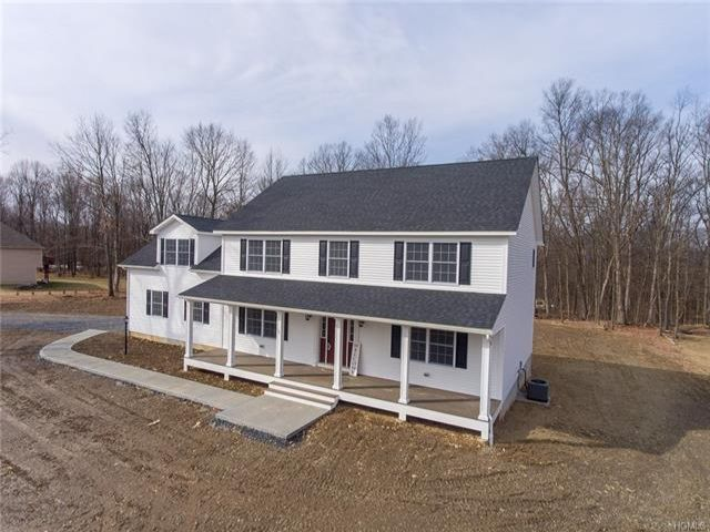 4 BR,  3.00 BTH  Colonial style home in Shawangunk