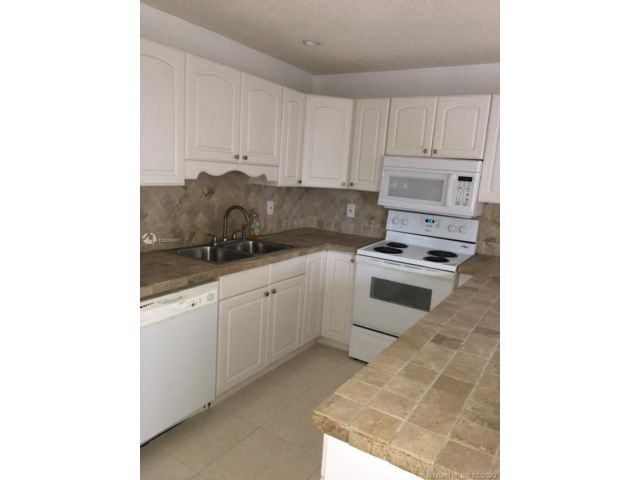 3 BR,  2.50 BTH Townhouse style home in North Lauderdale