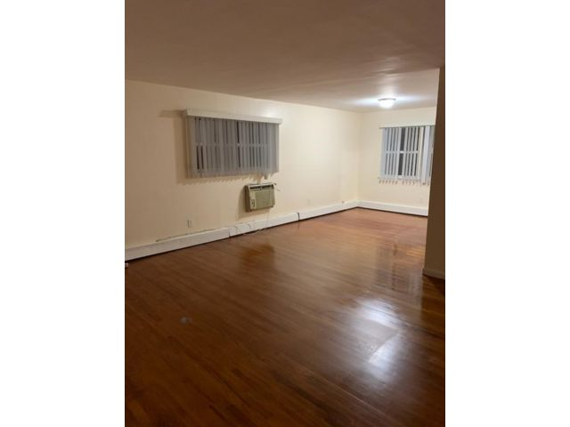 4 BR,  2.00 BTH  style home in East Farmingdale